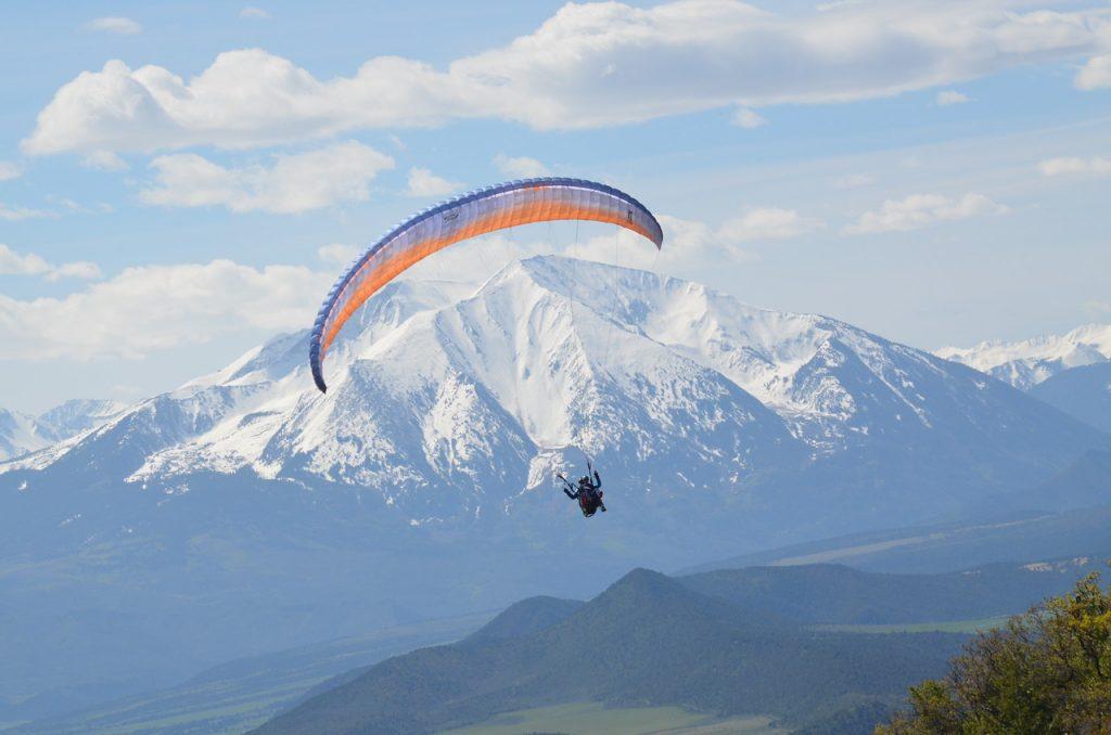 Paragliding Lakota Guides